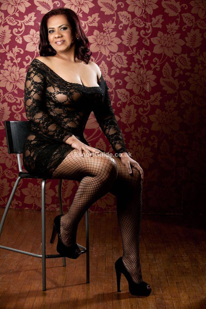 Dundee Escort - Carmen Mature escort girl in Dundee